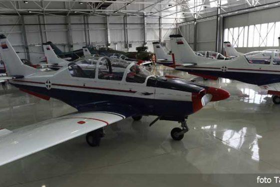 hangarbatajnicaavioni06042016.jpg