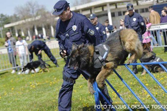 policajacuzajednici03042016.jpg