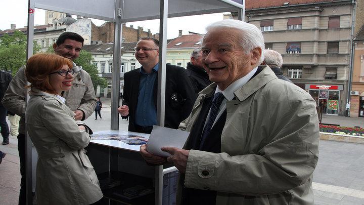 Novi Sad, 9. aprila 2016 - Pedsednik Politickog saveta Demokratske stranke (DS) Dragoljub Micunovic na konvenciji te stranke u Srpskom narodnom pozoristu u Novom Sadu. FOTO TANJUG / JAROSLAV PAP / bb