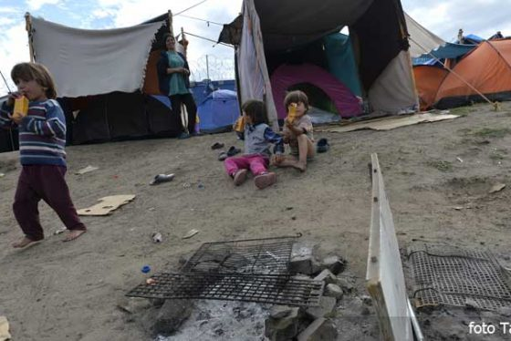 migranti-izbeglice-kamp-granica-kelebija