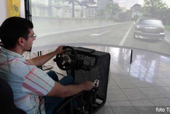 vozac-voznja-simulacija-centar-invalidi