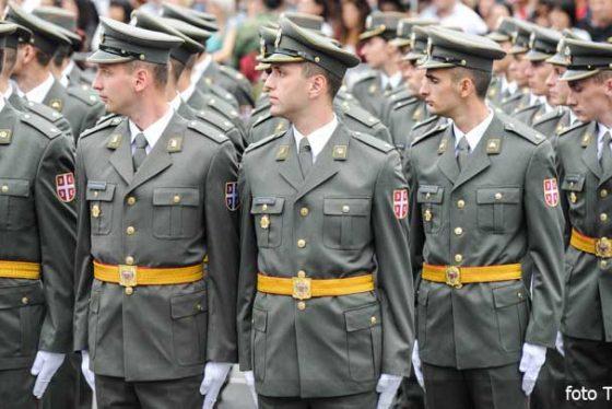 vojska-oficiri-parada