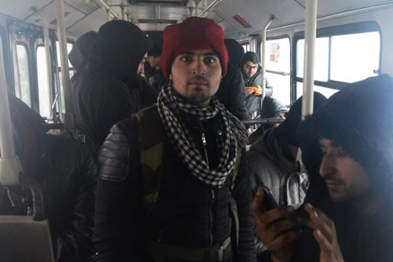 Beograd, 17. januara 2017 - Migranti cekaju kako bi autobusima bili prebaceni u prihvatne centre. Oko 250 migranata prihvatilo je poziv vlade Srbije da se premeste iz baraka na autobuskoj stanici i autobusima koje je obezbedila vlada prebaceni su danas u Prihvatni centar u Obrenovcu. FOTO TANJUG / TANJA VALIC / bb *** Local Caption ***