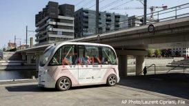 pariz-autobus-bez-vozaca-ap-photo