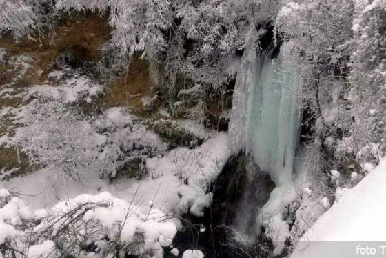 zima-sneg-led-vodopad