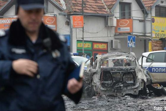 policija-bomba-auto