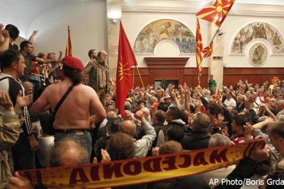sobranje-skoplje-protest-2704-4