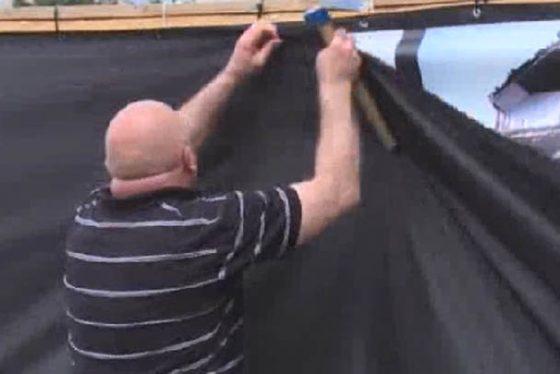 spasic zid placa u crnom printskrin