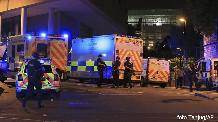 terorizam-engleska,-napad-policija