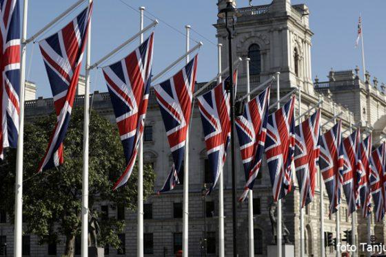 vbritanija-zastave-vlada