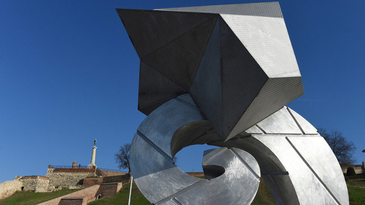 skulptura-promenada-bi