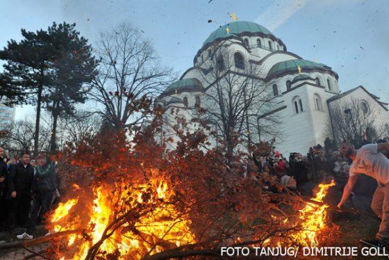 paljenje-badnjaka-hram-sv-save-tanjug