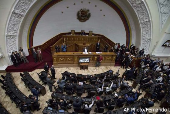 Venezuelan lawmakers vote to elect Venezuela's National Assembly's new president Omar Barboza, during a special session in Caracas, Venezuela, Friday, Jan. 5, 2018. Venezuela's opposition-controlled National Assembly selected Omar Barboza, a new leader who is urging the nation's fractious opposition to unite and press for a fair vote in the upcoming presidential election (AP Photo/Fernando Llano)