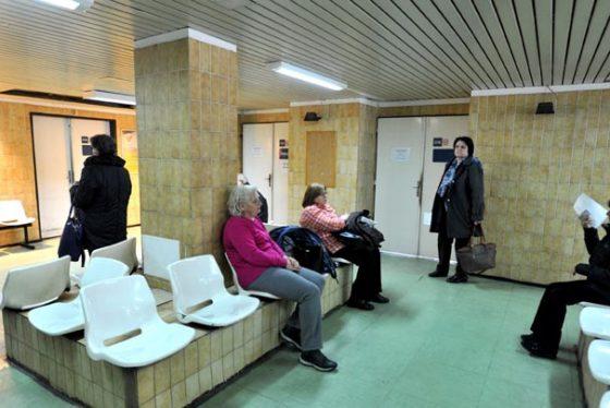 Beograd, 25. marta 2018 - Pacijenti cekaju na pregled na Dermatoveneroloskoj klinici. U okviru sedme akcije besplatnih preventivnih pregleda  danas je za manje od dva casa na Dermatoveneroloskoj klinici Klinickog centra u Beogradu pregledano stotinak pacijenata, rekao je direktor KCS profesor Milika Asanin. FOTO TANJUG / DIMITRIJE GOLL / bb