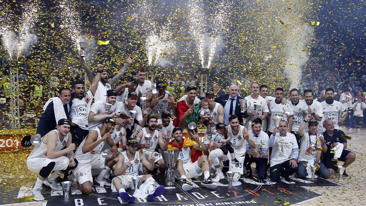 Real Madrid's team celebrates their 85-80 win in the Final Four Euroleague final basketball match between Real Madrid and Fenerbahce Istanbul in Belgrade, Serbia, Sunday, May 20, 2018. (AP Photo/Darko Vojinovic)