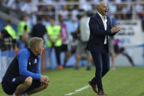 Argentina coach Jorge Sampaoli supports his players during the group D match between Argentina and Iceland at the 2018 soccer World Cup in the Spartak Stadium in Moscow, Russia, Saturday, June 16, 2018. (AP Photo/Matthias Schrader)