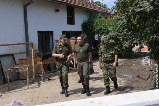 Vulin sa pripadnicima Vojske Srbije-s