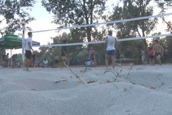 Zemun - pokrivanje - Lido Turnir u odbojci na pesku thumbnail