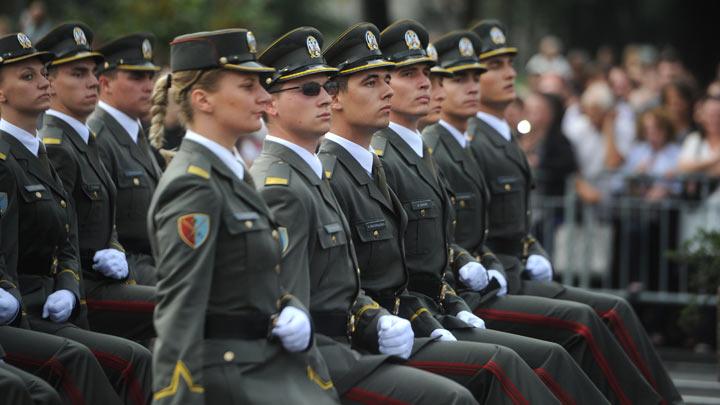 parada-prom.oficira-tanjug