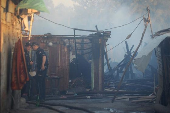 Beograd, 15. oktobra 2018 - Pozar u naselju u Ulici Vuka Vrcevica, na opstini Palilula. Na intervenciji gasenja pozara angazovano je 13 vatrogasaca spasilaca sa tri vozila. FOTO TANJUG / FILIP KRAINCANIC / bb