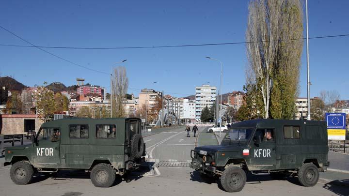 Kosovska Mitrovica, 29. novembra 2018.- Pogled sa juzne strane grada, Kfor obezbedjuje most na Ibru. FOTO TANJUG/ SAVA RADOVANOVIC/ nr
