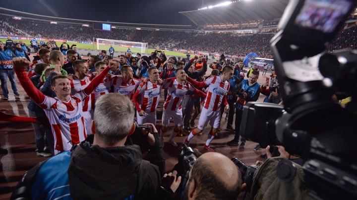 Beograd, 6. novembra 2018 - Fudbaleri Crvene zvezde slave pobedu nad ekipom Liverpula nakon utakmice cetvrtog kola Grupe C Lige sampiona. FOTO TANJUG / ZORAN ZESTIC / bb
