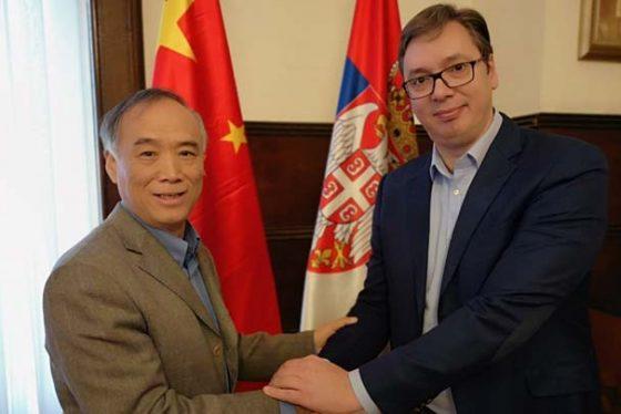 Beograd, 19. novembra 2018.- Predsednik Srbije Aleksandar Vucic (D) sastao se danas sa kineskim ambasadorom u Srbiji Li Mancangom (L).FOTO TANJUG/ SLUZBA ZA SARADNJU SA MEDIJIMA PREDSEDNIKA REPUBLIKE/ nr
