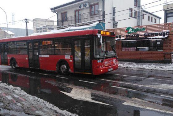 sneg-autobus-saobracaj-zima-vesnafoto