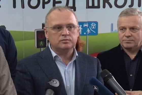 Vracar - Usporite pored skole - Goran Vesic - zamenik gradonacelnika beograda thumbnail