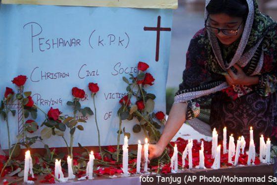 sri-lanka-crkva-bombardovanje-svece