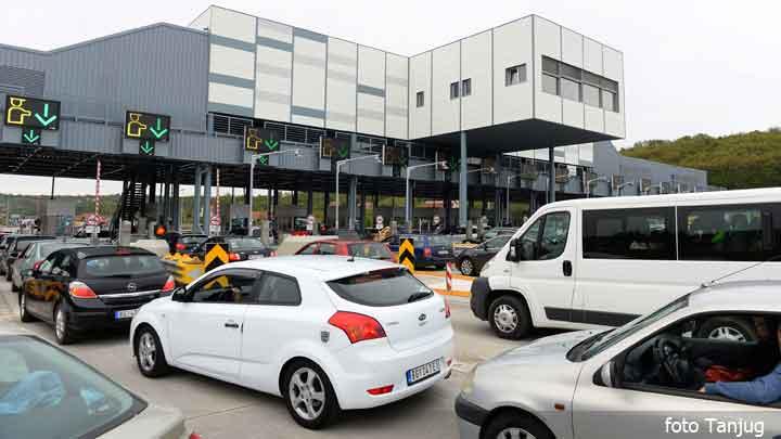 Saobraćaj umeren, oprez u vožnji zbog mogućih pljuskova